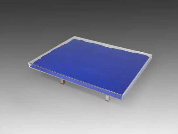 Yves Klein - Table Bleue