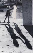 Hans-Peter Feldmann - Zwei Mädchen mit Schatten